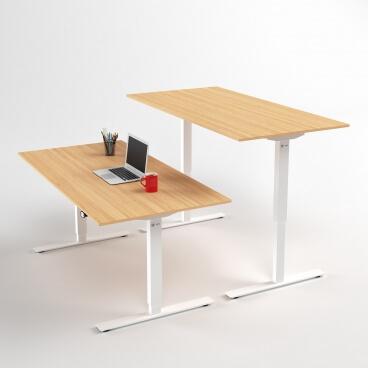 hoj-och-sankbart-skrivbord-vitt-stativ-och-ek-skiva